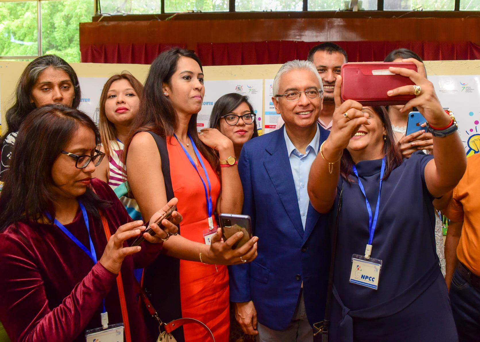 Pravind Jugnauth encourage les jeunes à se lancer dans l'entreprenariat - ChannelNews